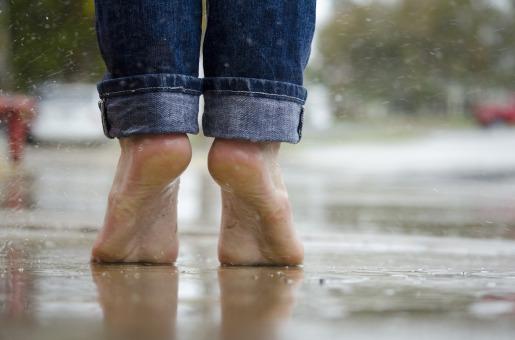barefoot-1835661_1920